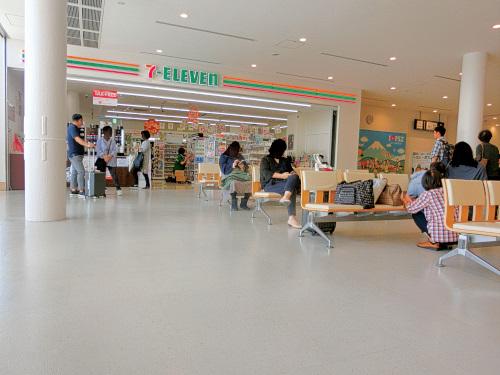 富士山静岡空港内のセブンイレブン