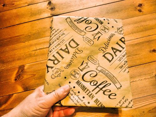 完成! 包装紙の手作りブックカバー