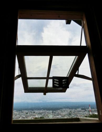 大きく開けた窓