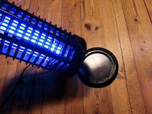 取り外しが出来る電気蚊取り器の下部の皿